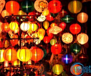 Fenerlerin aydınlattığı şehir Hoi An
